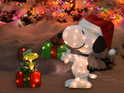 26-Inch Peanuts Pre-Lit Yard Art Snoopy and Woodstock with Presents